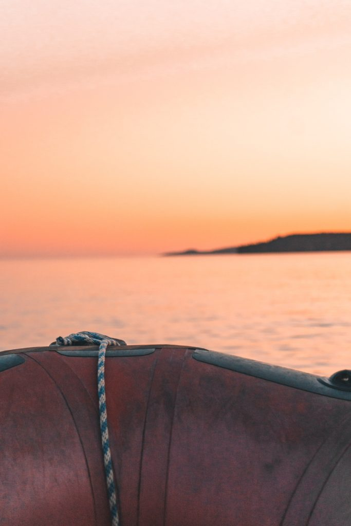 Zodiac boat tour of the Bay of Fundy / Fundy Trail Parkway coastline ft. Red Rock Adventure #canada #adventure #newbrunswick #bayoffundy // BUCKETLIST BRI // bucketlistbri.com