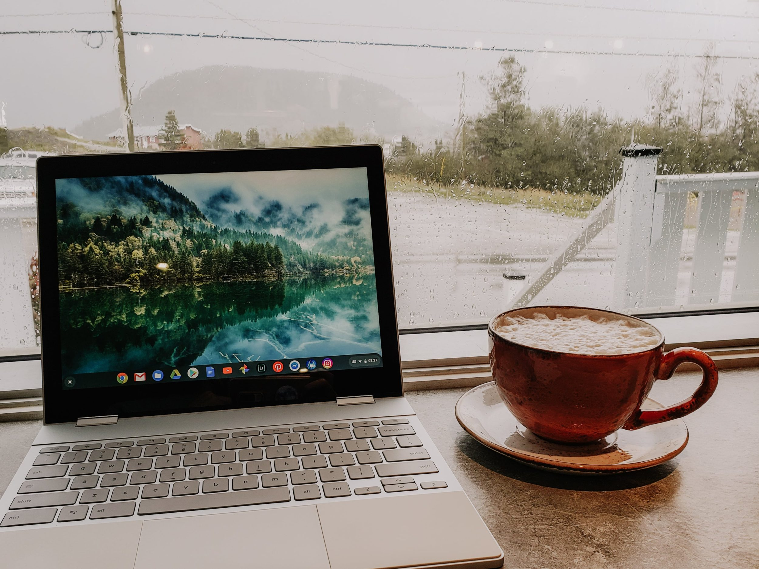 laptop | coffee | cafe | digital nomad | digital nomad lifestyle