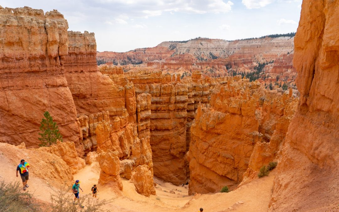 Hiking the Navajo Loop and Queen's Garden Trails in Bryce Canyon
