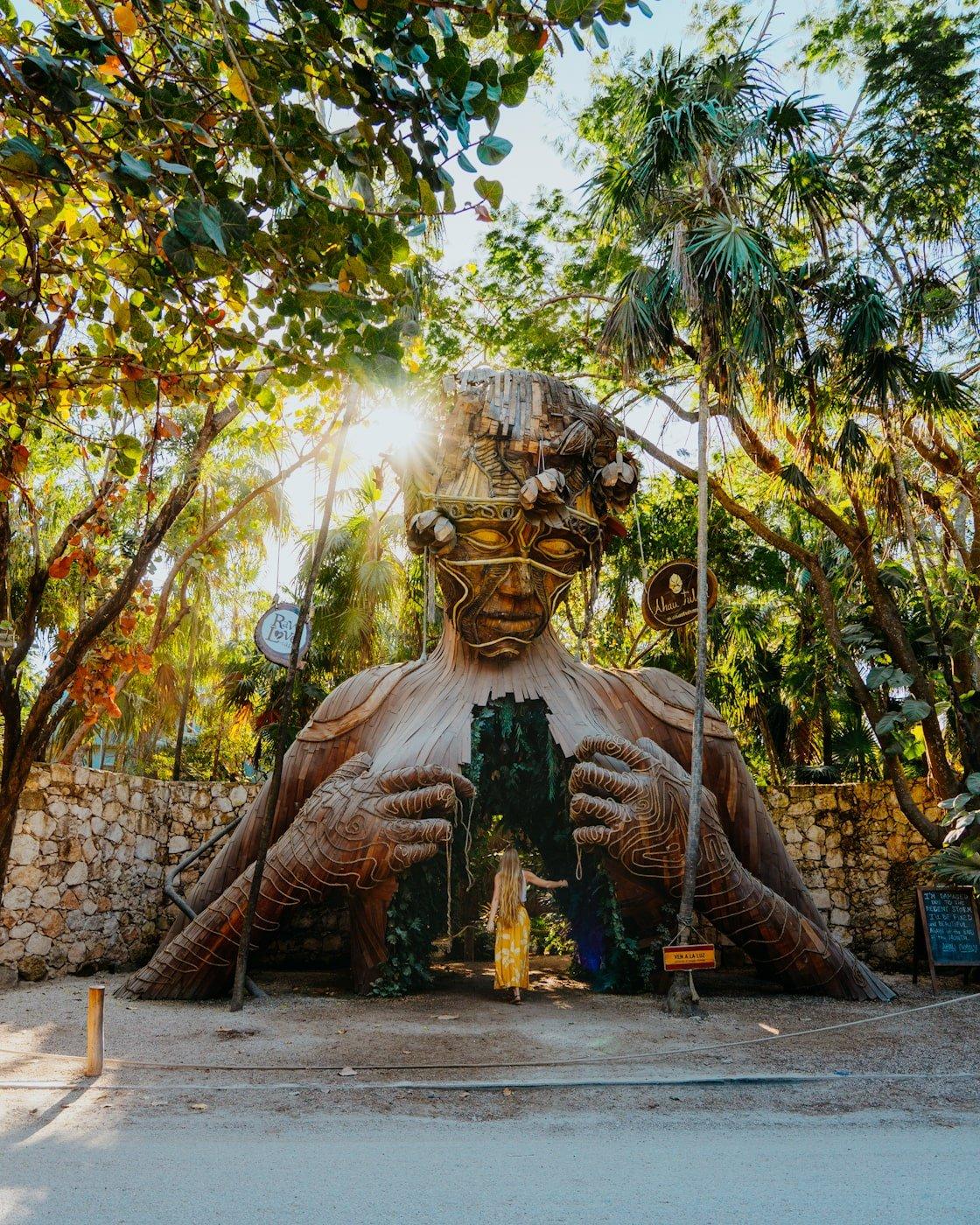 ven a la luz statue and raw love cafe entrance