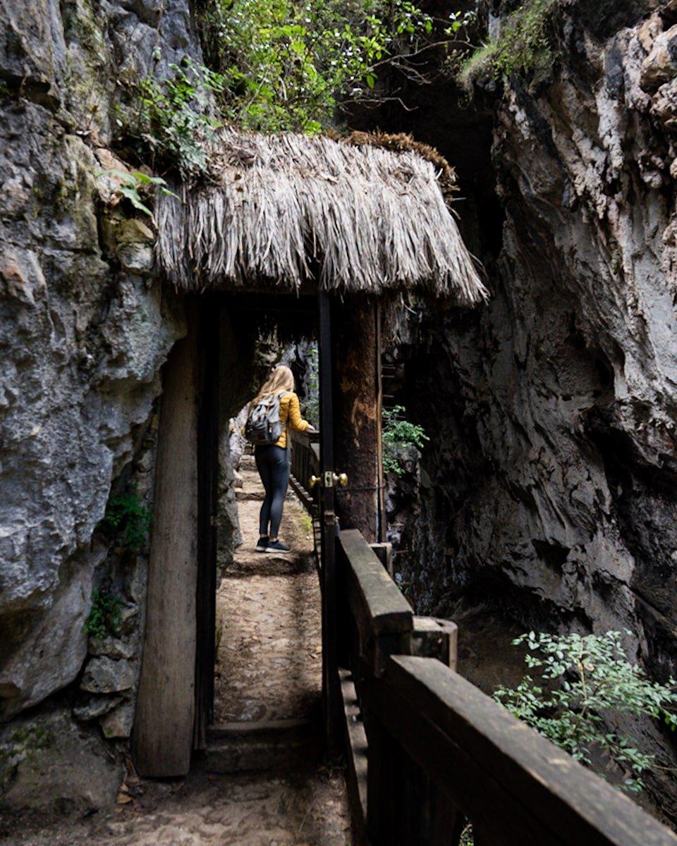 el arcotete caves entrance