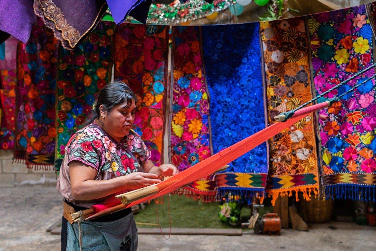 indigenous woman weaving in chiapas mexico
