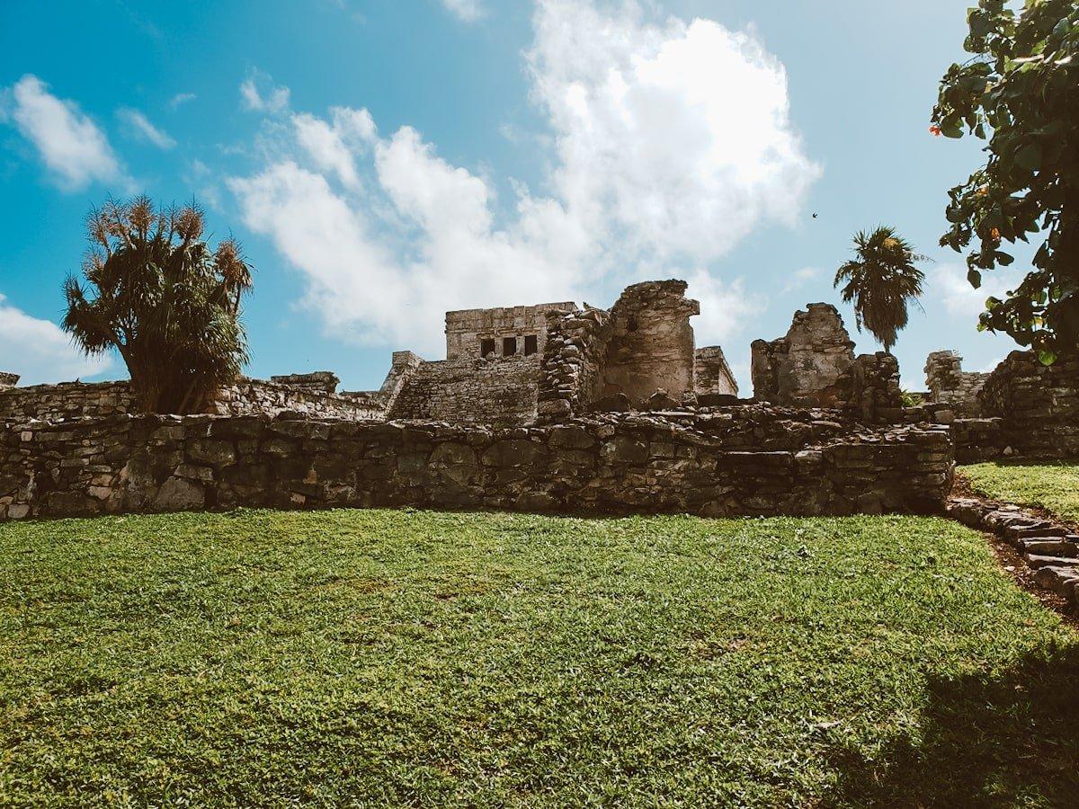 el castillo mayan temple tulum ruins