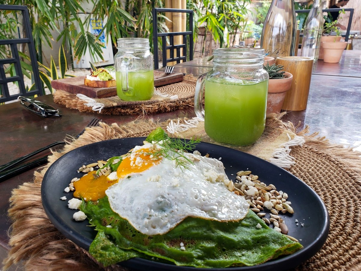 green smoothie and egg breakfast   healthy food restaurant in tulum