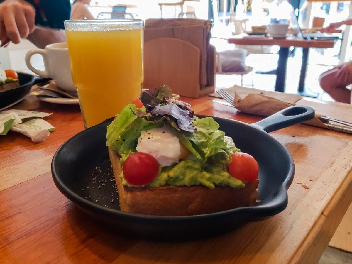 avocado brioche at cafe in tulum