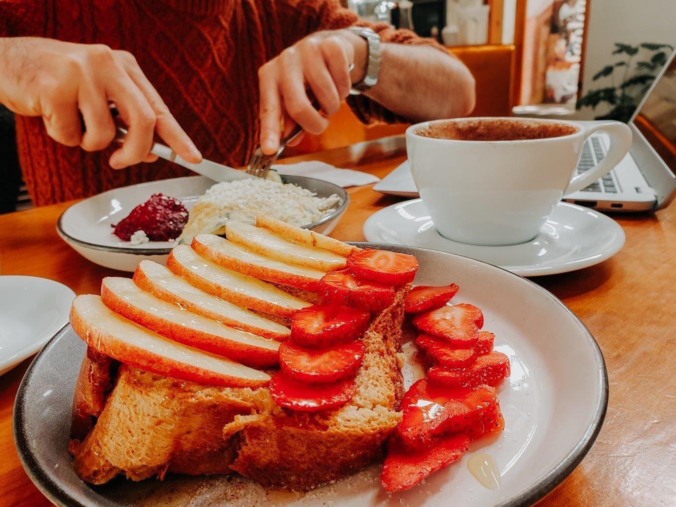 cafeologia breakfast in san cristobal
