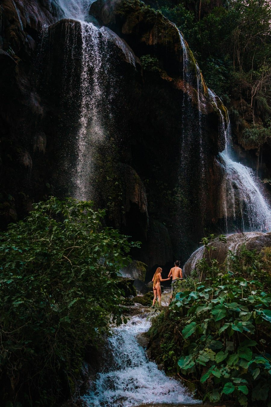 couple exploring cascada el aguacero waterfall in chiapas mexico